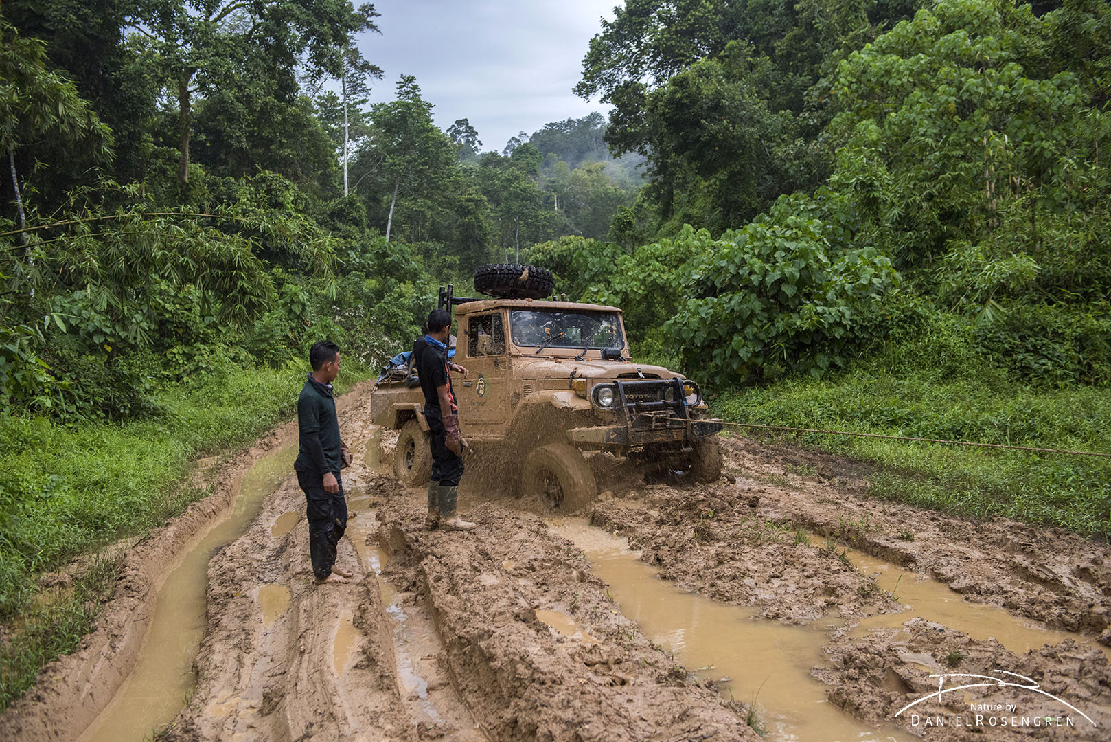 Getting to Bukit Tigapuluh involved lots and lots of mud, getting stuck in it, digging and winching ourselves out, multiple times. © Daniel Rosengren